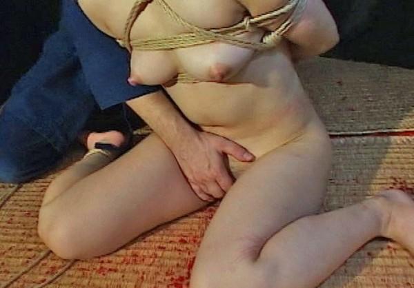 J'aime les seins qui pointent prêts pour les attouchements