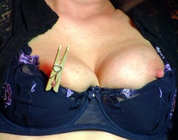 Les tétons pincés de Cochonnette